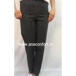 Pantaloni color cu buzunare